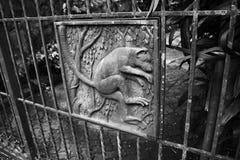 猴子题材铁篱芭 库存照片