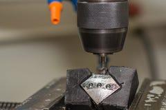 钻孔操练的金属零件 免版税库存照片