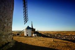 孔苏埃格拉是一个litle镇在卡斯蒂利亚La Mancha,著名由于的西班牙地区它的历史风车 库存图片