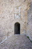 给孔苏埃格拉装门中世纪城堡托莱多,温泉省的  图库摄影