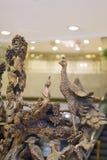 孔雀木头雕象 库存图片