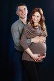 孕妇和人 免版税图库摄影