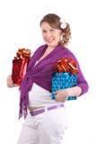 孕妇拿着有礼品的二个配件箱 免版税库存图片