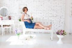 孕妇有休息 图库摄影