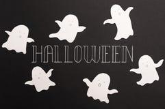 字体词组为haloween在黑背景的商标 库存图片