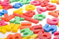 字母表在磁铁塑料上写字 图库摄影