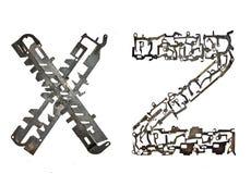 字母表在` x,从金属零件装配的Z `上写字 库存图片