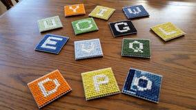 字母表子项求木拉长的字母S的玩具的立方 免版税库存照片