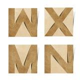 字母表工艺在被回收的origami纸张上写字 库存图片