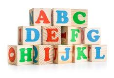 字母表木砖耸立或围住隔绝  库存图片