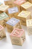 字母表阻拦玩具 免版税库存照片