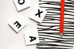 字母表食物在头脑俄语上写字 免版税库存图片