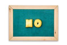 字母表饼干,在黑板背景措辞不 库存照片