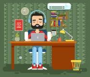 字符程序员,撰稿人,游戏玩家,自由职业者,设计师,耳机的人有在家胡子的,计算机平的样式 免版税库存照片