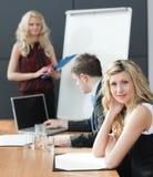 存在配合妇女的业务会议 库存照片