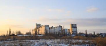 存放和烘干的五谷大厦 图库摄影