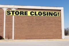 存放闭合值的标志在百货商店停业的IV 免版税图库摄影