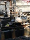 存贮蒸汽也加热在废旧石油屋子里面的地堡c坦克和那辆坦克并且有防爆设备为 库存图片