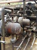 存贮蒸汽也加热在废旧石油屋子里面的地堡c坦克和那辆坦克并且有防爆设备为 库存照片