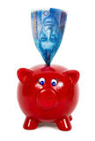 存钱罐和100瑞士法郎钞票 免版税图库摄影