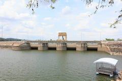 水存贮的水坝 免版税图库摄影