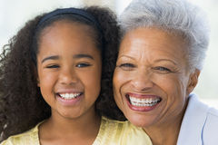 孙女祖母微笑 库存图片