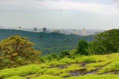 孟买市看法从Borivali国家公园的 图库摄影