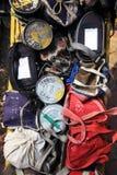 孟买/印度- 24/11/14 - Tiffins的汇集与热的午餐的由本地工人的妻子准备了在城市准备好trans 库存照片