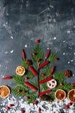 季节性圣诞节装饰平的位置,寒假概念 免版税库存照片