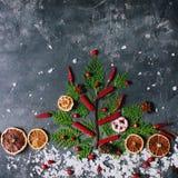 季节性圣诞节装饰平的位置,寒假概念 免版税图库摄影
