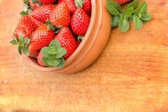 季节性果子-有机草莓 免版税图库摄影