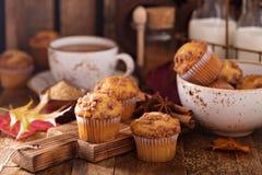 季节性桂香糖粉奶油细末松饼 库存照片