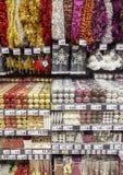 季节性销售的色的圣诞节装饰在大超级市场 免版税库存照片