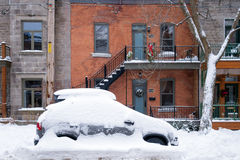 季节的第一场雪风暴击中蒙特利尔,加拿大 免版税库存照片