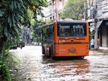从季风雨的重的洪水在到达在曼谷的阿尤特拉利夫雷斯和北部泰国 免版税库存图片