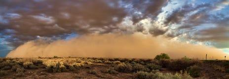 季风Haboob在亚利桑那沙漠 免版税库存图片