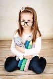 孤独和哀伤的小女孩 免版税库存照片