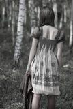 孤独森林的女孩 库存照片