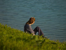 孤独的女孩 免版税库存照片