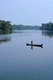 孤独的渔夫。 免版税库存图片