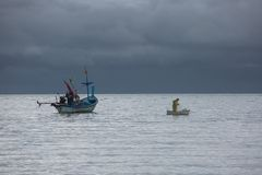 孤独的渔夫 库存照片