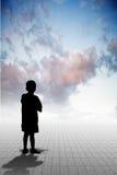 孤独的男孩 免版税库存照片