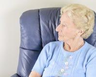 孤独的老妇人 图库摄影