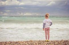 孤独的绝望孩子 免版税库存照片