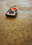 孤立和老鱼小船。 免版税图库摄影