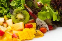 孤立有机水果沙拉 库存图片