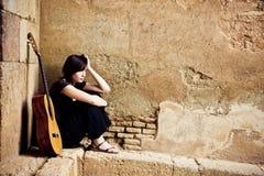 孤立的吉他弹奏者 库存图片