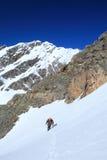 孤立的登山人 免版税库存照片