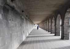 孤立骑自行车者通过地下过道 免版税库存图片