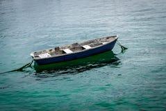 孤零零渔船 库存图片